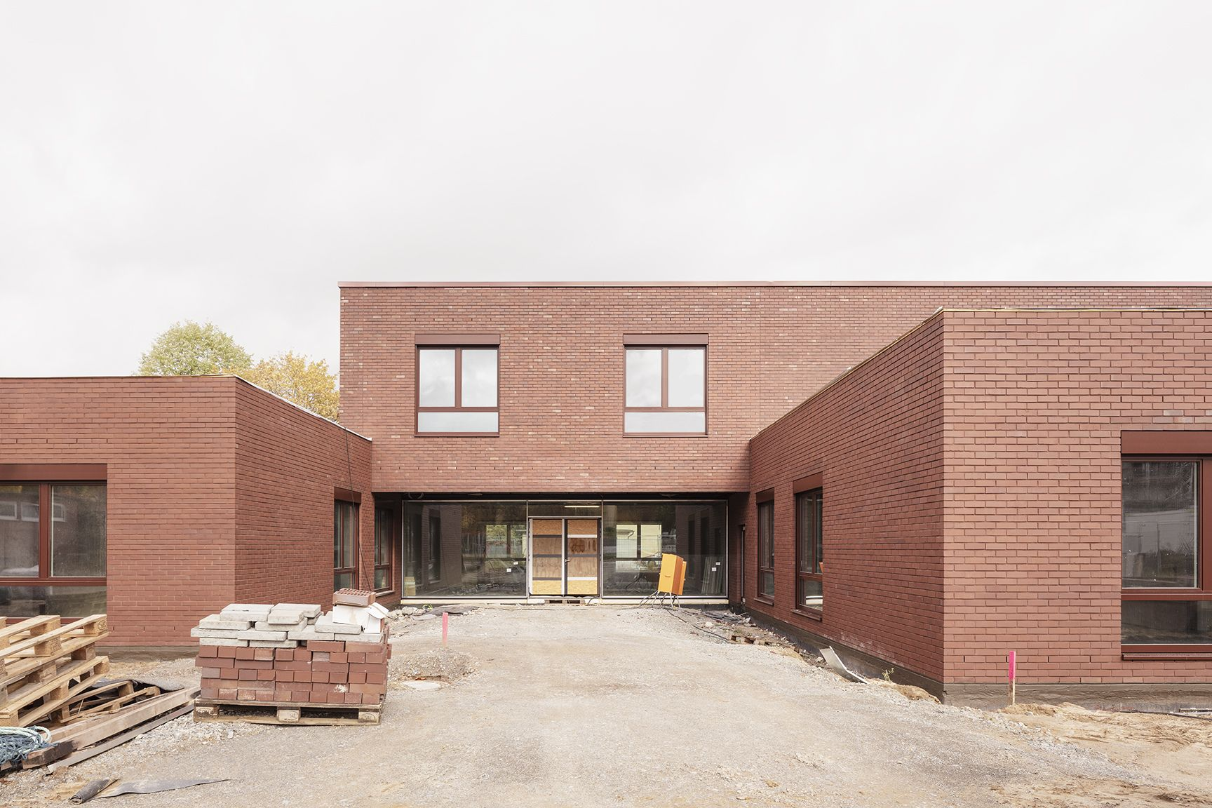 Campus Hellwinkel. The façades are affordable standard brick laid on site in a precise pattern.